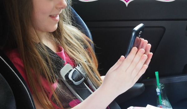 Making Road Trips More Fun! {Tech Travel Tips Plus Free Scavenger Hunt Printable}