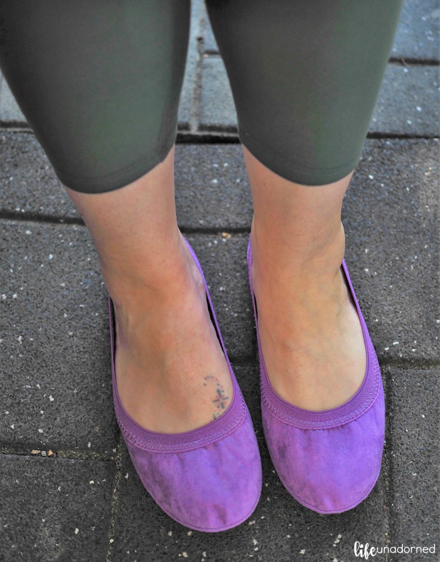 dark-olive-green-leggings-and-purple-shoes